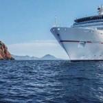 Passagiers aan het roer op cruise met de Europa 2