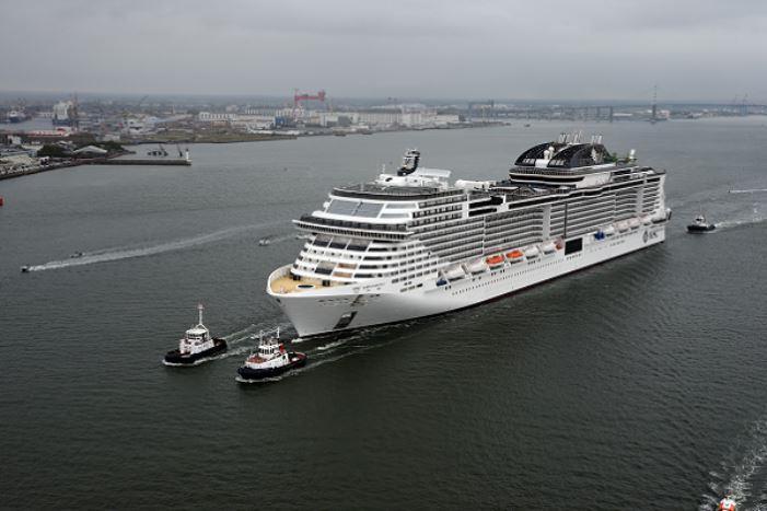 Cruiseschip MSC Grandiosa voor het eerst in Rotterdam