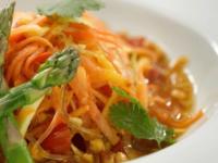 Groene Som Tam papaya noodle salade © Regent Seven Seas Cruises
