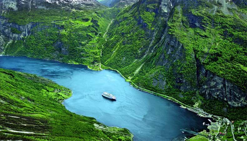 Met Aida Cruises naar de Noorse fjorden, zoals hier met de Aidablu © Aida Cruises