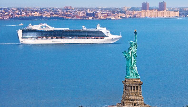 De Crown Princess tijdens een transatlantische cruise naar New York © Princess Cruises