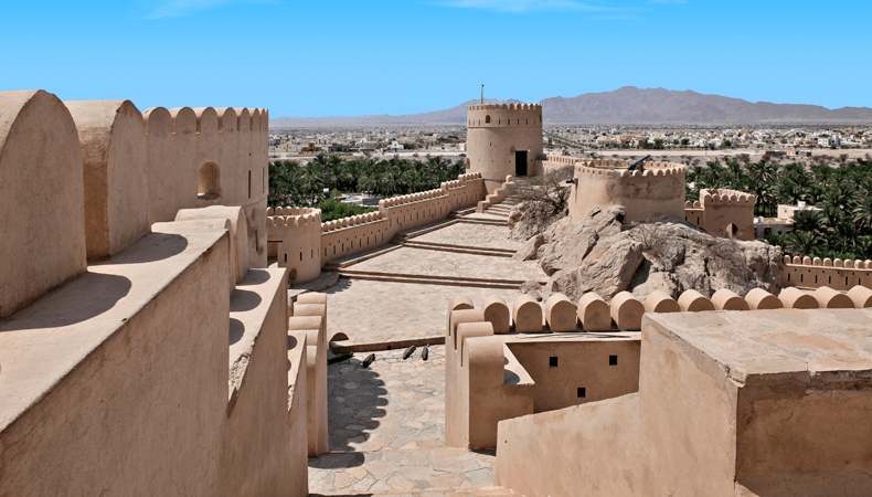 Tijdens een cruise naar Muscat met MSC Cruises kun je het 120 kilometer verderop gelegen Nakl-fort bezoeken. © MSC Cruises