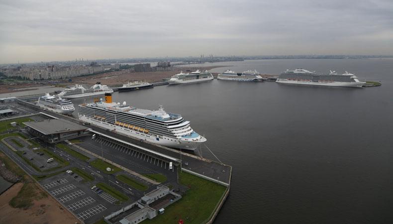 De cruiseterminal in Sint Petersburg biedt plaats aan zeven cruiseschepen. Ook voor een cruise naar St. Petersburg heb je een visum nodig. © Passenger Port Saint Petersburg Marine Facade