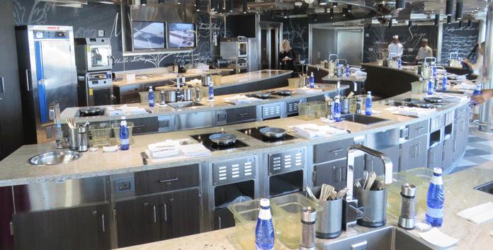 De Culinary Arts Kitchen op de Regent Seven Seas Explorer. © Nico van Dijk/Decruisegids.nl