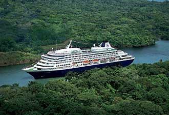 MS Prinsendam in het Panamakanaal