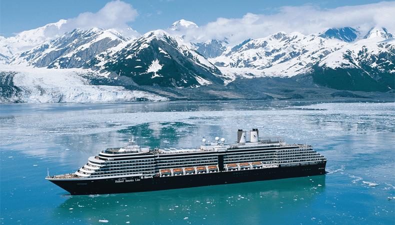 Het HAL-schip Oosterdam hier bij Hubbard Glacier tijdens een van de Alaska-cruises van Holland America Line © Holland America Line