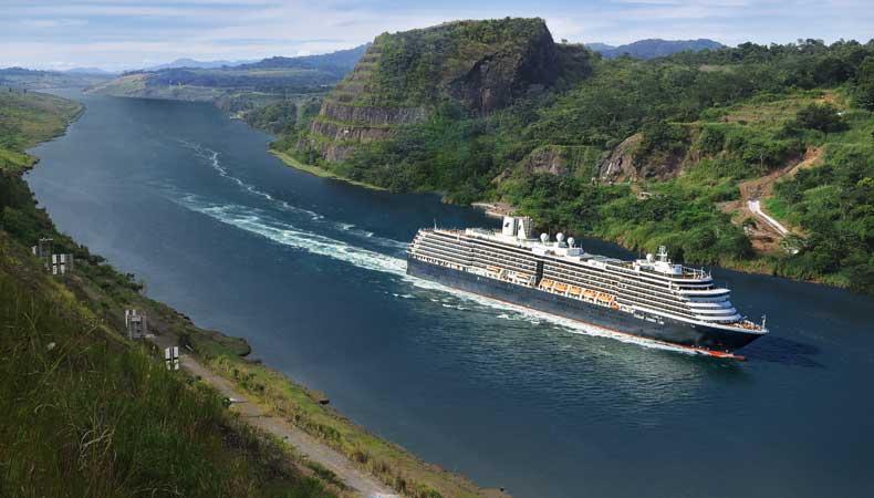 De Zuiderdam van Holland America Line tijdens een cruise in het Panamakanaal © Holland America Line