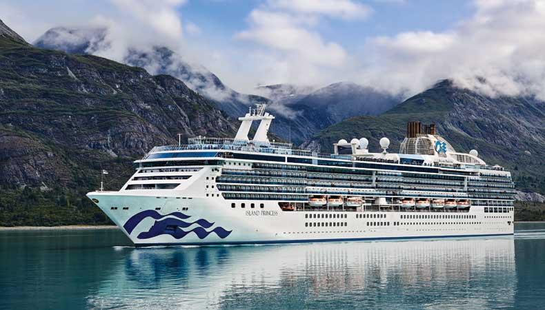 De Island Princess, hier in Alaska, maakt in 2023 een wereldcruise van 111 dagen © Princess Cruises