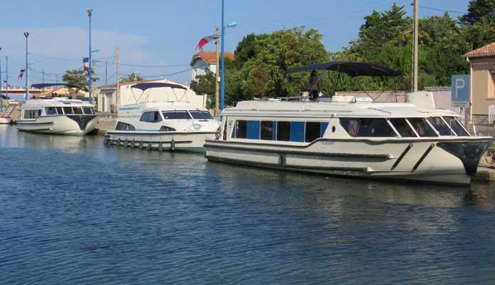 De Vision-modellen van Le Boat (voorste en achterste boot) zijn erg populair bij gezinnen © Nico van Dijk