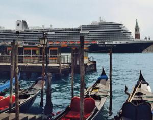De Koningsdam maakt in de zomer van 2019 cruises in de Middellandse Zee. Venetië staat overigens niet op het programma. © Holland America Line
