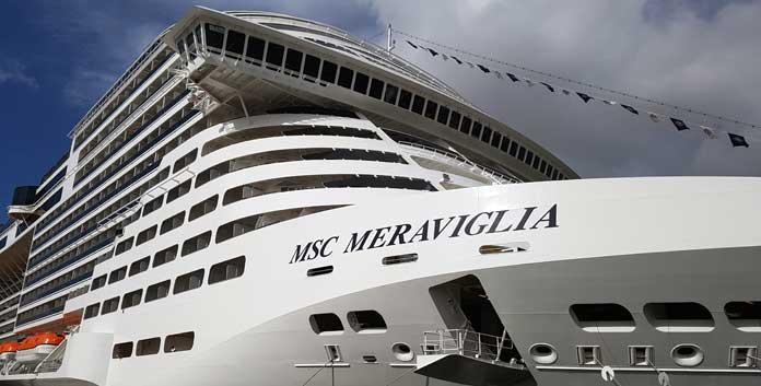 MSC Meraviglia in Napels ©  Nico van Dijk