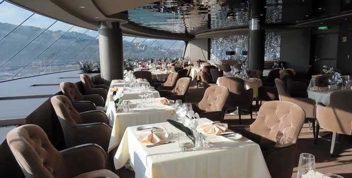 Yacht Club Restaurant aan boord van de MSC Meraviglia © Nico van Dijk