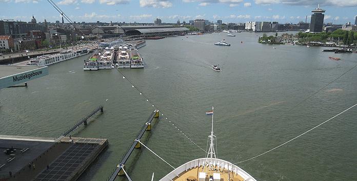 Vanuit het Crow's Nest op de Nieuw Statendam heb je ook in de haven een prachtig uitzicht over de omgeving © Nico van Dijk