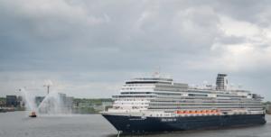 De Nieuw Statendam tijdens haar maiden call in Amsterdam in mei 2019 © Machiel van Kraaij via Aviareps