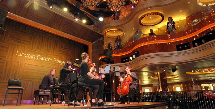 Het Lincoln Center Stage op de Nieuw Statendam. Boek muzikale cruises Holland America Line © Nico van Dijk