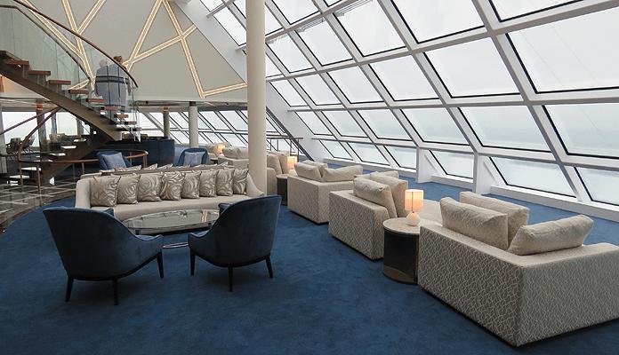 Het Observation Lounge in The Haven ligt boven de Observation Lounge van de gewone passagiers. © Nico van Dijk