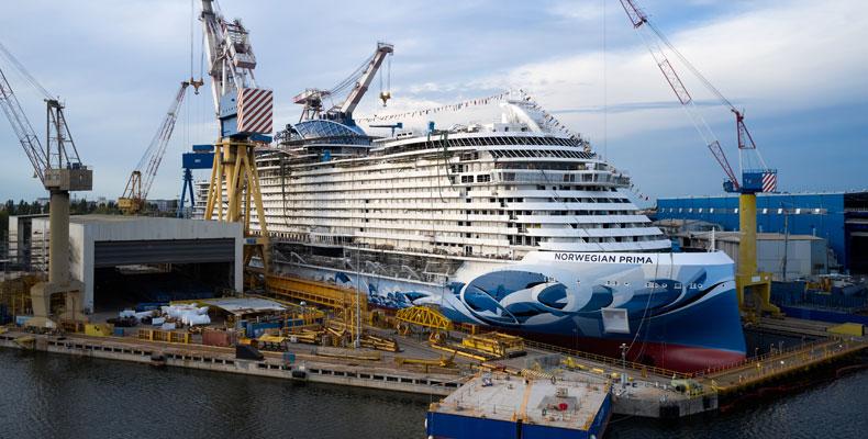 De float-out van de Norwegian Prima is een belangrijke mijlpaal bij de bouw van het nieuwe schip © Norwegian Cruise Line