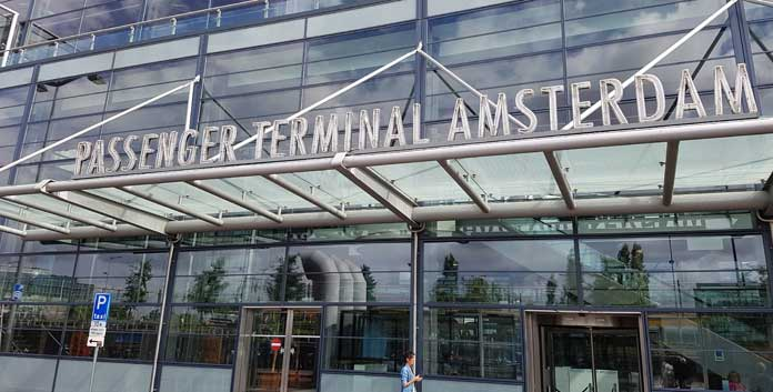 Cruisebelasting zorgt voor fors minder cruiseschepen naar Amsterdam