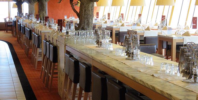 Buffetrestaurant op de Aidadiva © Nico van Dijk