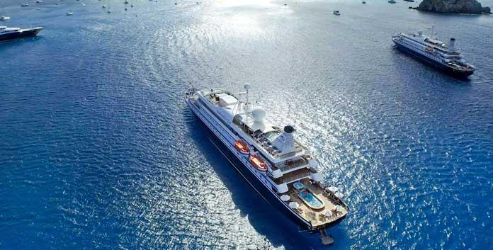 De SeaDream I en SeaDream II op cruise bij St. Barths. De schepen waarmee SeaDream vaart, zijn meer megajachten dan cruiseschepen © SeaDream