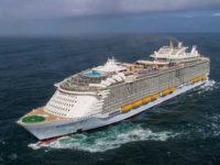 De Symphony of the Seas verlaat de haven van Saint-Nazaire op weg naar Barcelona. ©Royal Caribbean International