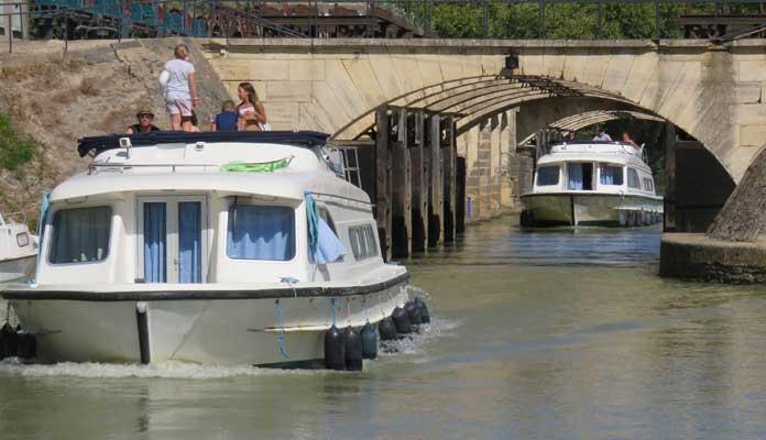 Op vaarvakantie door Zuid-Frankrijk: varen door de Camargue en op het Canal du Midi © Nico van Dijk