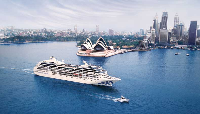Tijdens een wereldcruise ontdek je de mooiste bestemmingen, zoals Sydney in Australië. De Pacific Princess, hier op archieffoto, is inmiddels verkocht aan Azamara. © Princess Cruises.